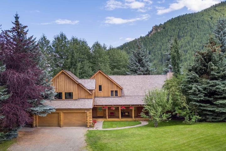 Family home,great feel of mountain living! 4 bdr