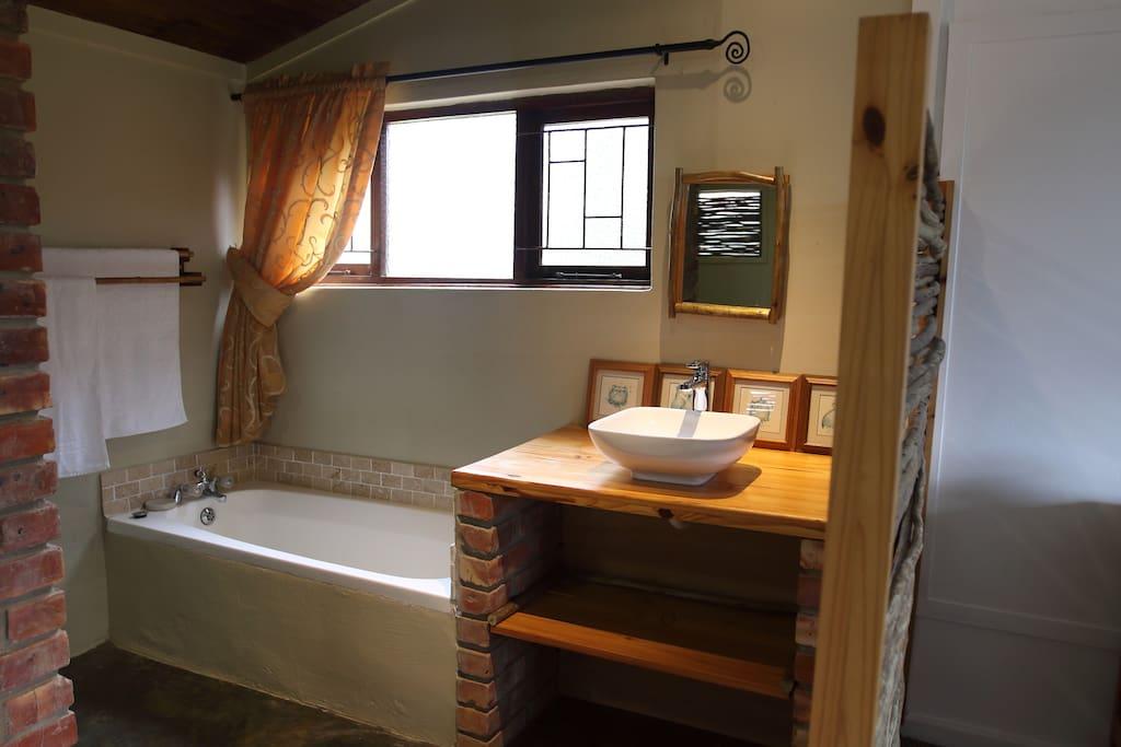 En-suite bathroom Emerald; bath, shower, basin, toilet, bidet