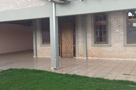 Ótima casa para famílias e amigos - Brotas - House