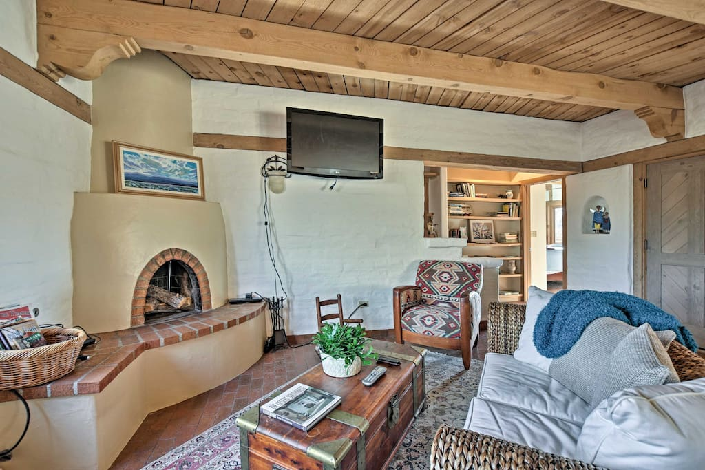 After a day on the trails, luxuriate under the living room's exposed beam ceilings.
