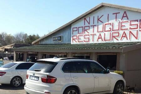 Nikita Portuguese Restaurant and Motel - Bed & Breakfast