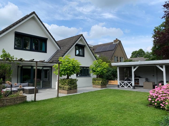 Beautiful 6p villa, 200m2 near Utrecht