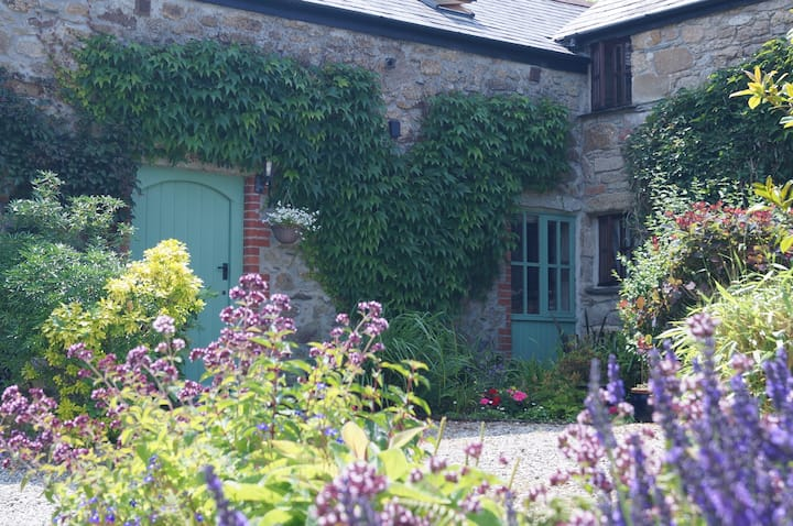 Thyme Cottage - Spacious and full of Character