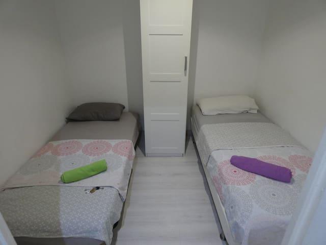 Very central room  near las Ramblas Barcelona !!