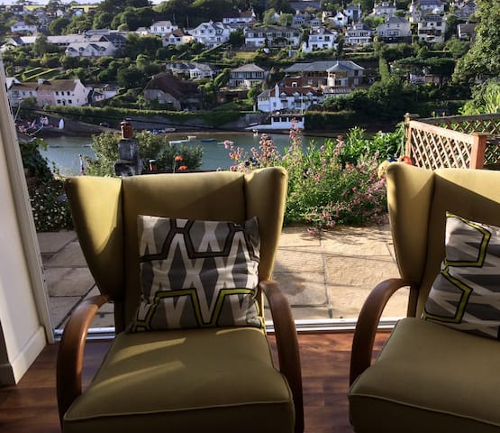 Light, bright, in Noss Mayo with stunning views.