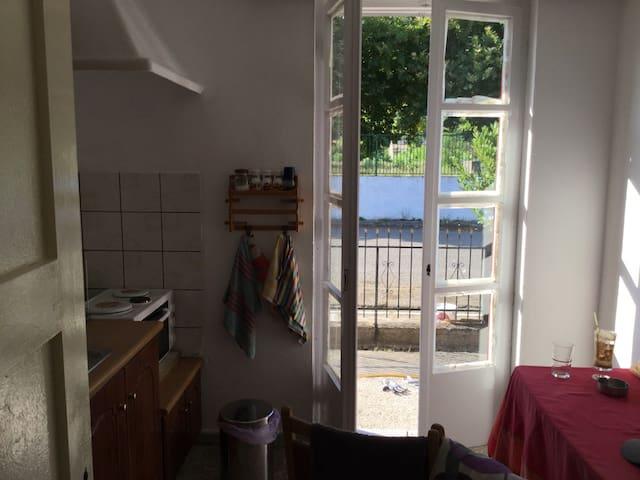 θέα από την κουζίνα