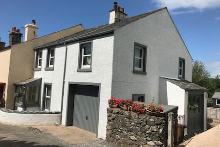 Spacious lake district cottage nr Scafell & beach