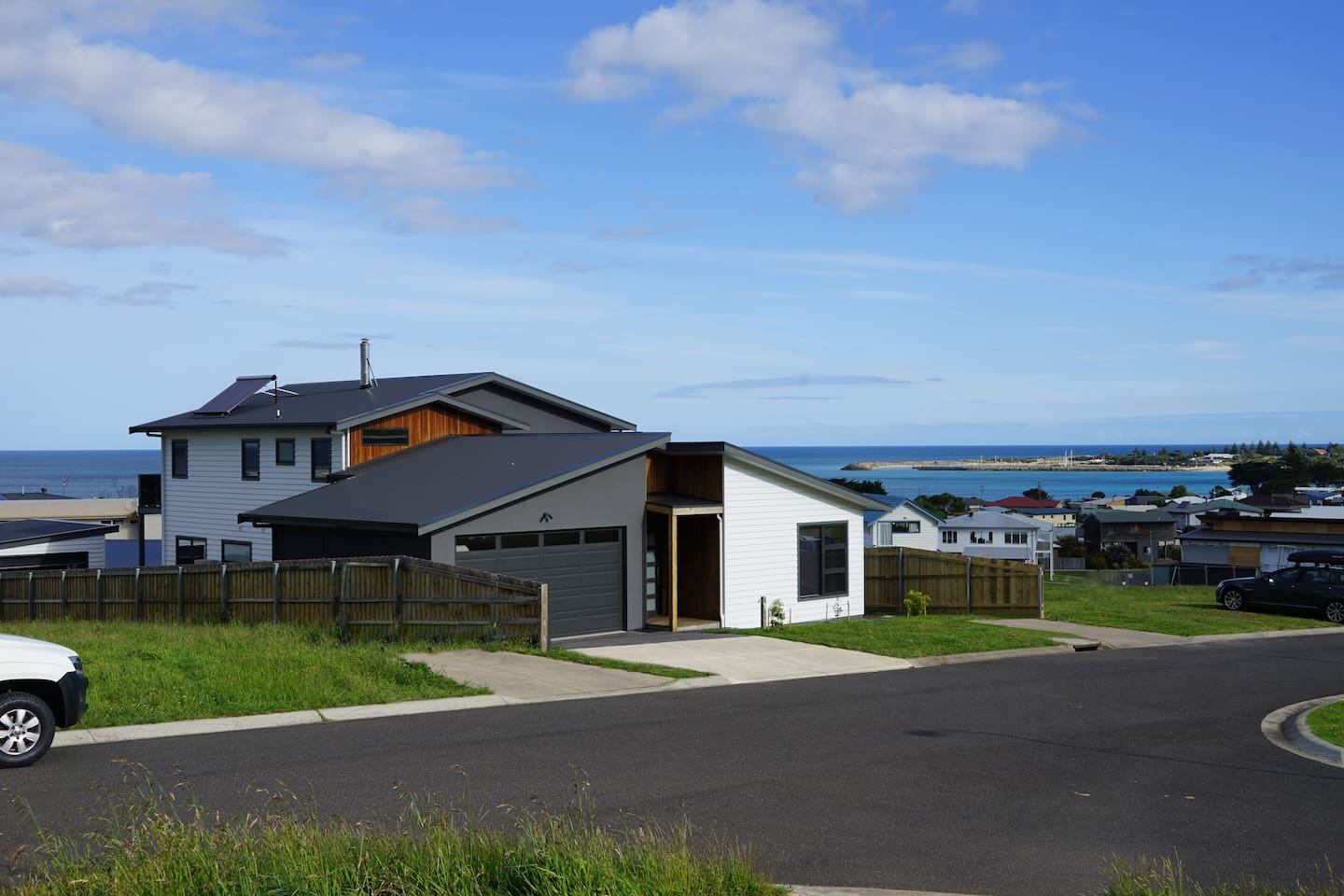 Harbour View 4 Bedroom new modern home to relax and enjoy.
