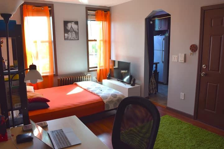Private, sunny studio apartment in Queens