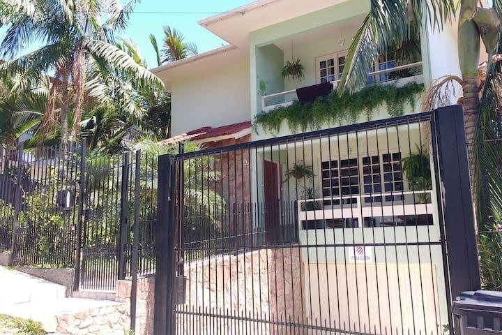FAMILY HOUSE - Conforto e segurança próximo a UFSC