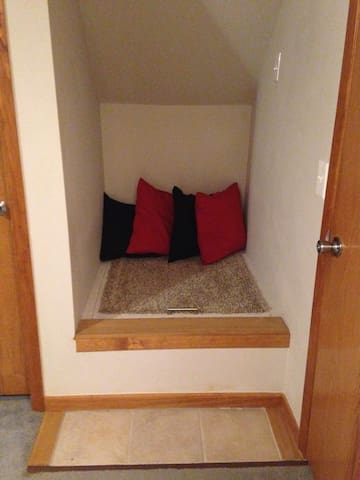 Luggage area/seating nook