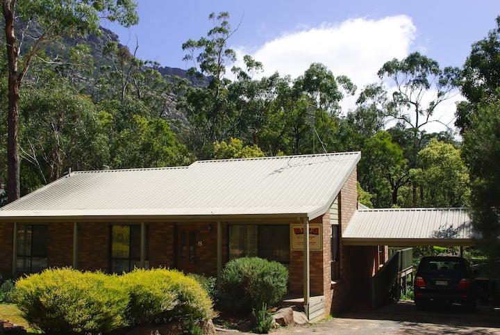 Waratah Cottage - Halls Gap