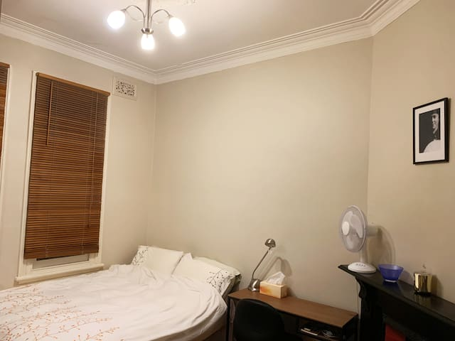 Private double room (Inner West, close to city)