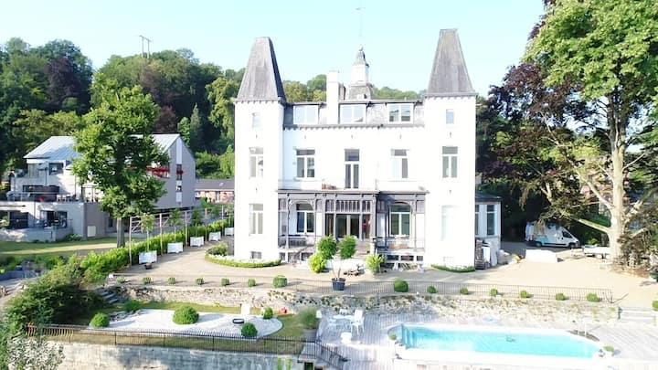 Chateau en bord d'Ourthe
