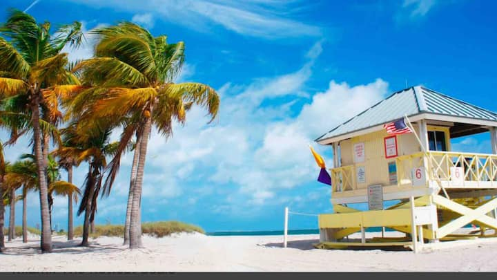 KEY BISCAYNE 5 ⭐️STEPS TO BEACH,  Monthly options