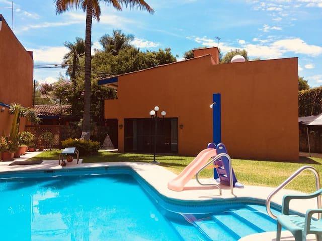 Casa con alberca y amplio jardín Xochitepec Centro
