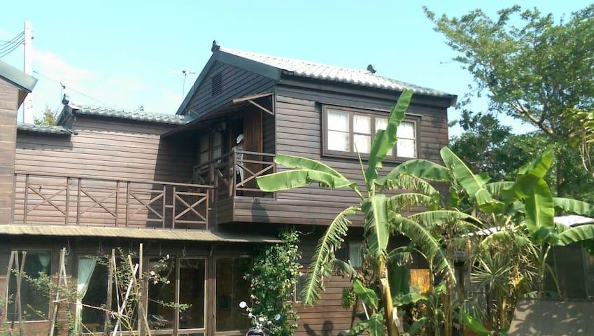 房間位於小木屋閣樓內,睡覺時可以微微聞到自然的木頭香