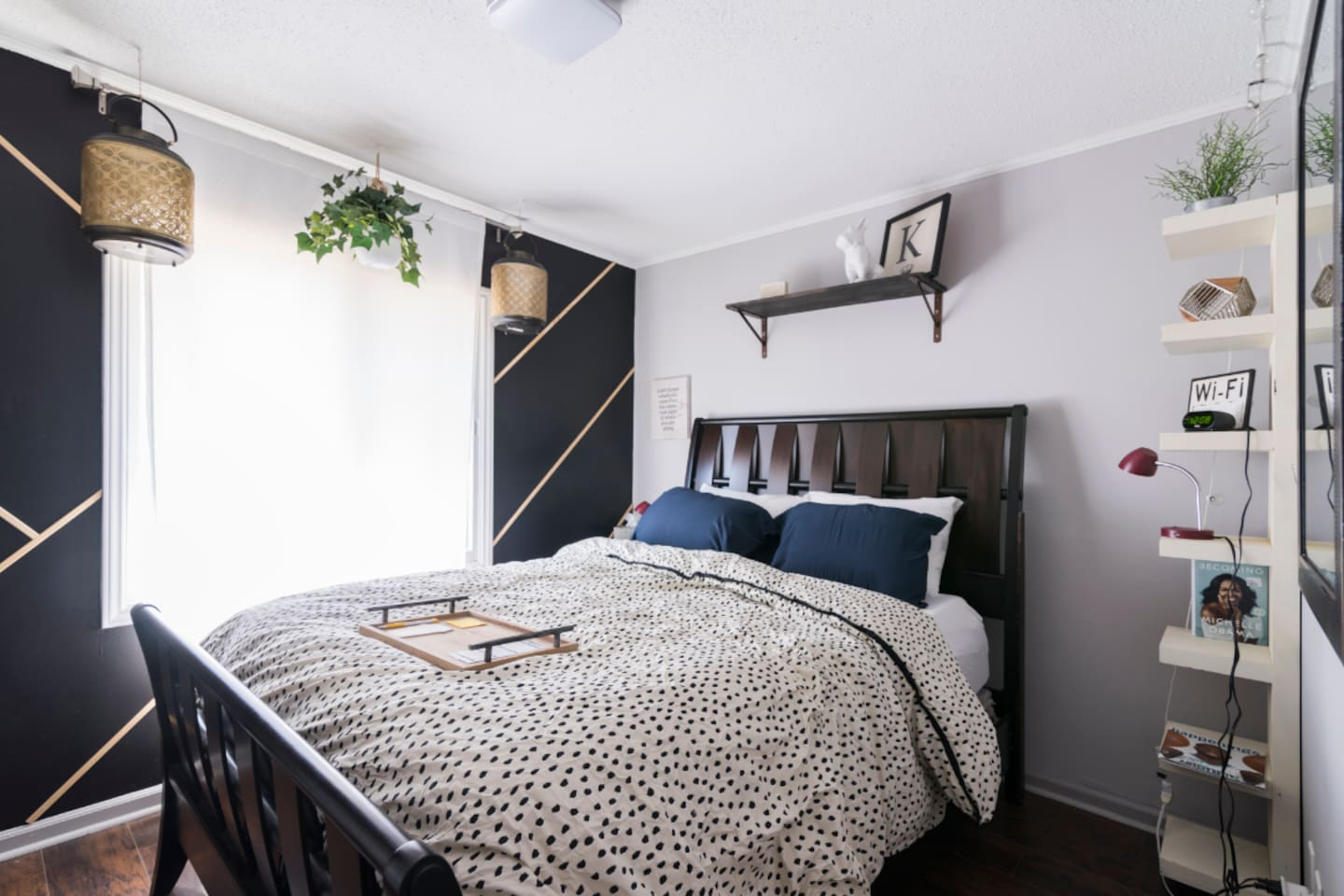 Hipster room w/ feature wall and hanging lanterns