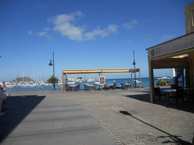 Apartmento El Puerto con Balcon Vista Mar y WIFI
