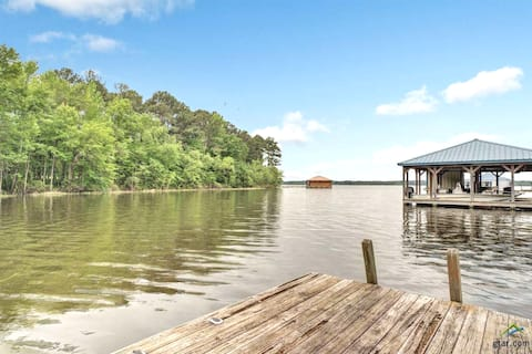 Well Appointed Lakefront Ranch that Sleeps 10