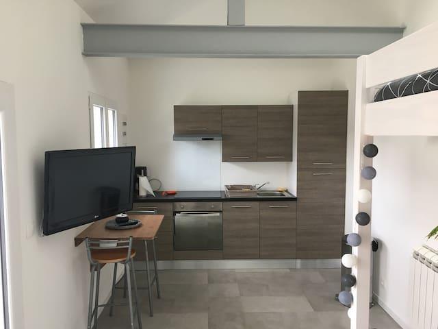 Petite maison-studio avec terrasse