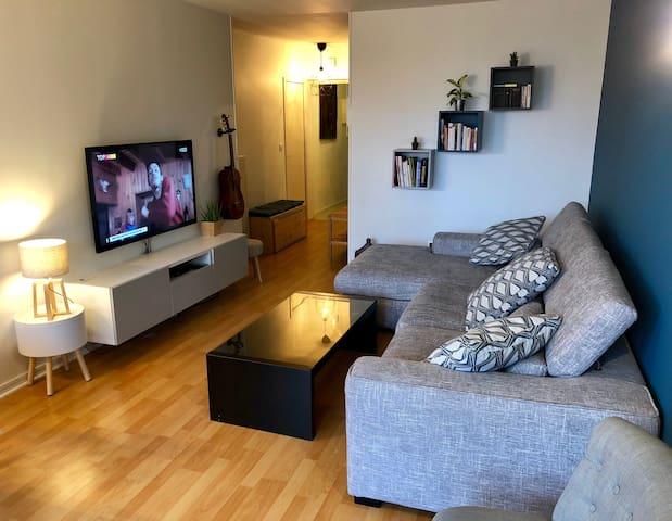 Chambre cosy métro Gallieni Paris + wifi + TV