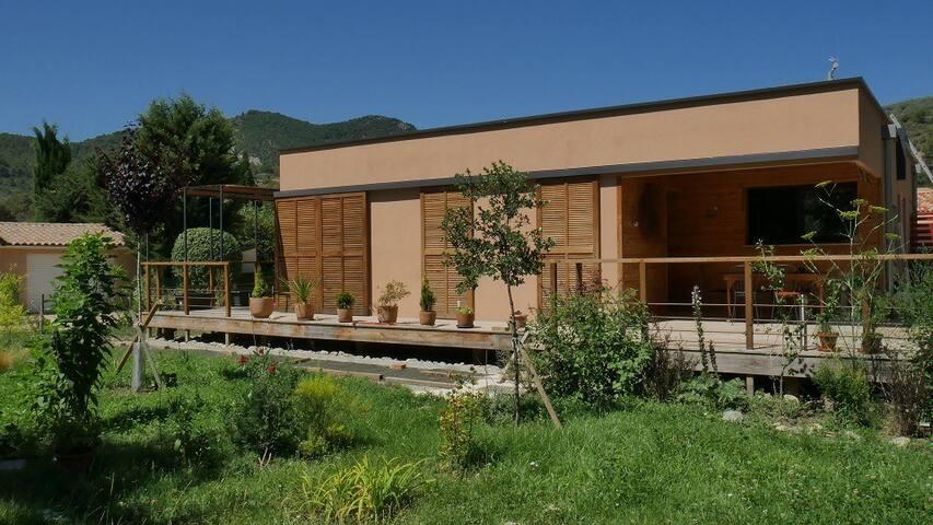 Maison bois contemporaine Buis les Baronnies Drôme - Buis-les-Baronnies - Γήινο σπίτι