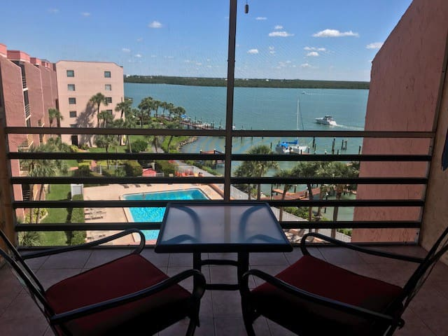 Top Floor, Quiet, Waterfront Condo On Marco River