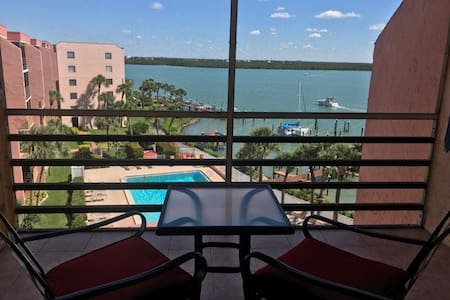Top Floor, Quiet, Waterfront Condo On Marco River
