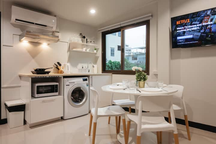 S3 Silom central, large room, full kitchen, WIFI,