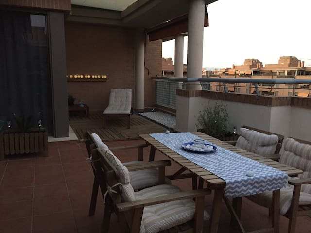 COOL ATTIC+POOL+PARKING+CABLETV+WIFI,NEAR DOWNTOWN - València - Lejlighed