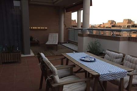 COOL ATTIC+POOL+PARKING+CABLETV+WIFI,NEAR DOWNTOWN - València - Pis