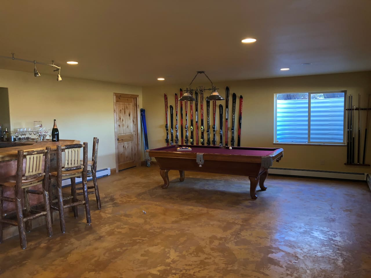 Bar & Pool Room