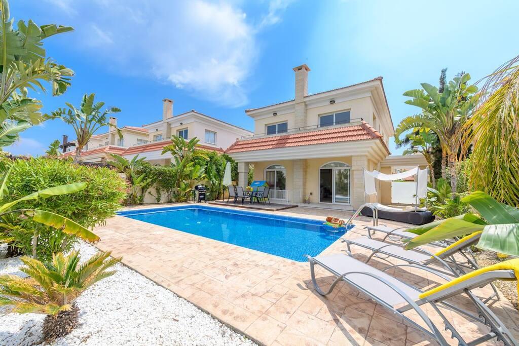 Villas4kids Villa Christina pool
