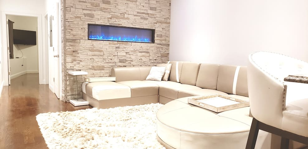 Change the fireplace from blue to red, dim the lights and enjoy some drinks!