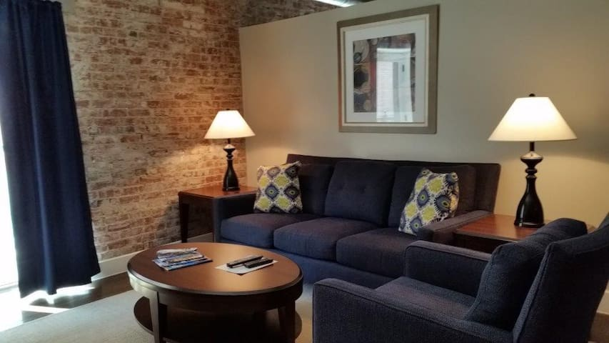 1 BDRM WITH CHARACTER, DOWNTOWN INDY!