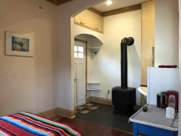 Cozy Private Guest Suite with Fireplace & Parking
