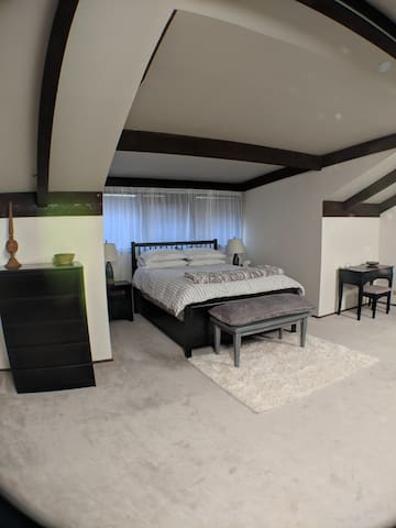 Upstairs Loft with Queen Bed