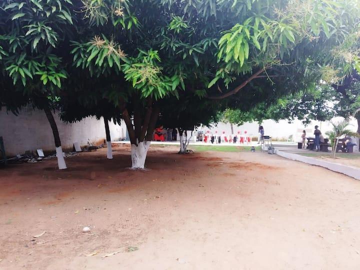 Excelente chácara,localizado em ambiente tranquilo