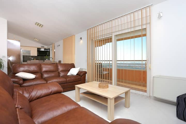 Three bedroom apartment with balcony and sea view Klis, Split (A-17986-a)