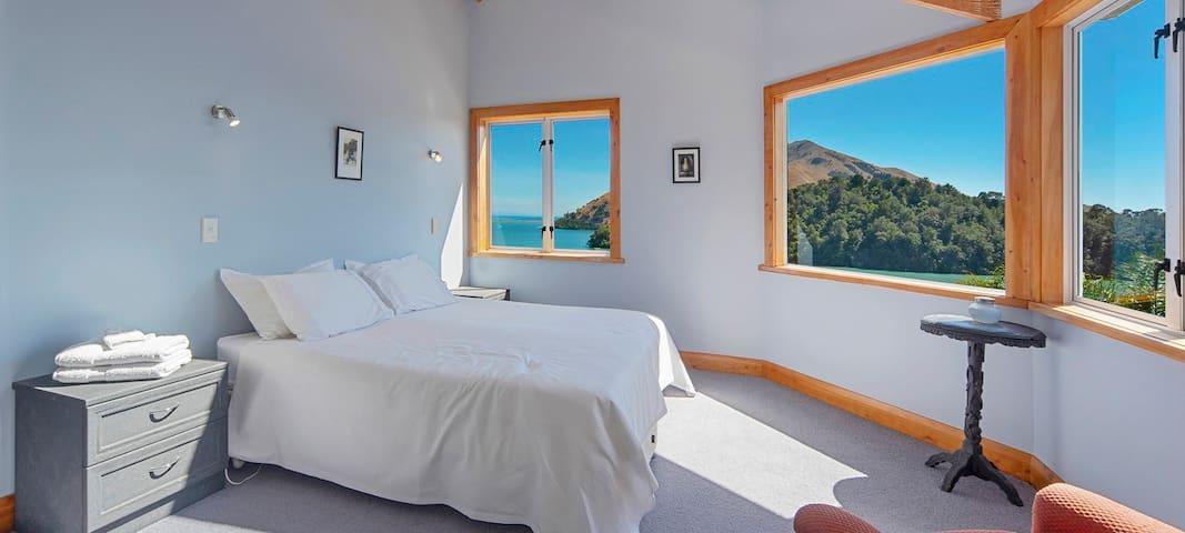 Master bedroom (upstairs) with Queen bed