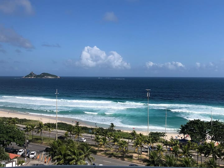 Flat de luxo frente mar na Barra da Tijuca!