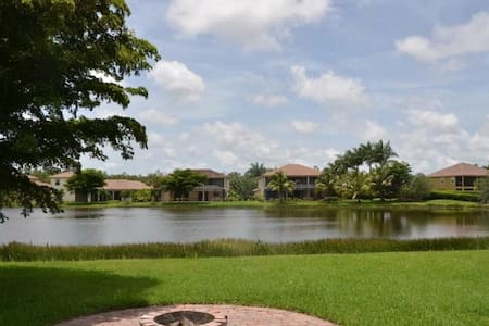 Southwest Florida Estate Home close to the beach!! - Estero - Huis