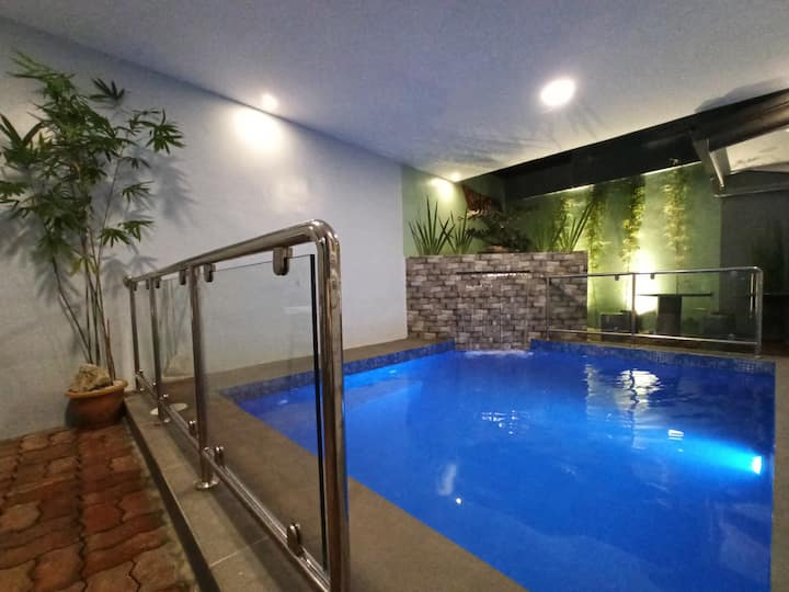 "Villa Cristina "" Heated Pool"" of Metro Tagaytay"