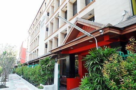 Boonsiri Place - Bangkok - Bed & Breakfast