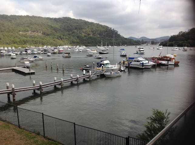 1 Wharf St. Water Front Apartment in Brooklyn NSW