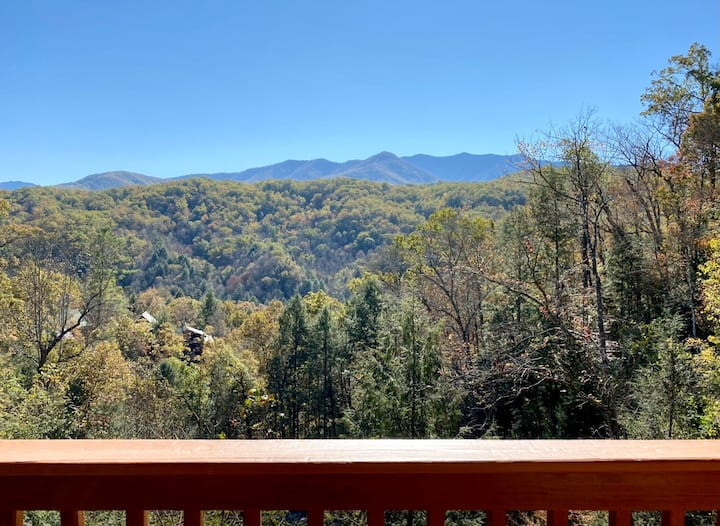 Gorgeous Mountain Views/Near Downtown Gatlinburg