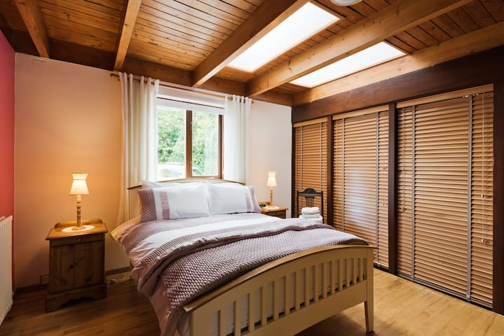 Cosy Double bedroom/close Airport/City/M50/M1   L3