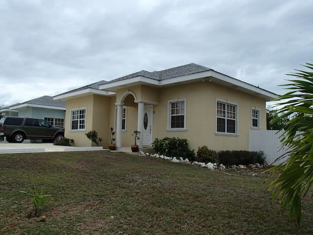 Royal Heights Villa - 3Bed/2 Bath Home - Bodden Town - Rumah