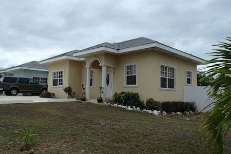 Royal Heights Villa - 3Bed/2 Bath Home - Bodden Town - House